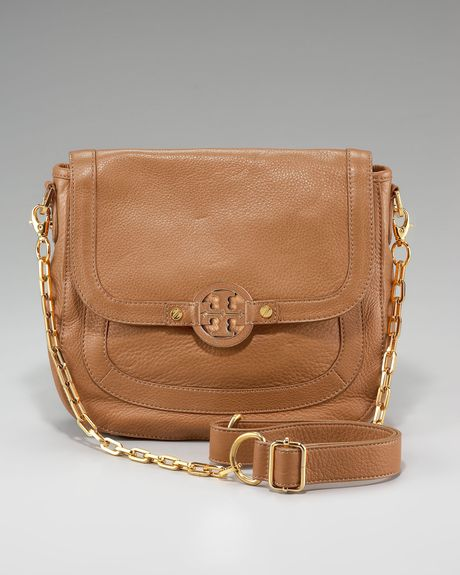 Tory Burch Amanda Pebbled Messenger in Brown (camel) - Lyst