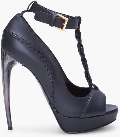 Alexander Mcqueen Black Leather Tstrap Pumps in Black - Lyst