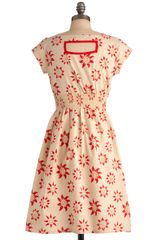 Modcloth Chance Of Sunshowers Dress in Beige (red) - Lyst
