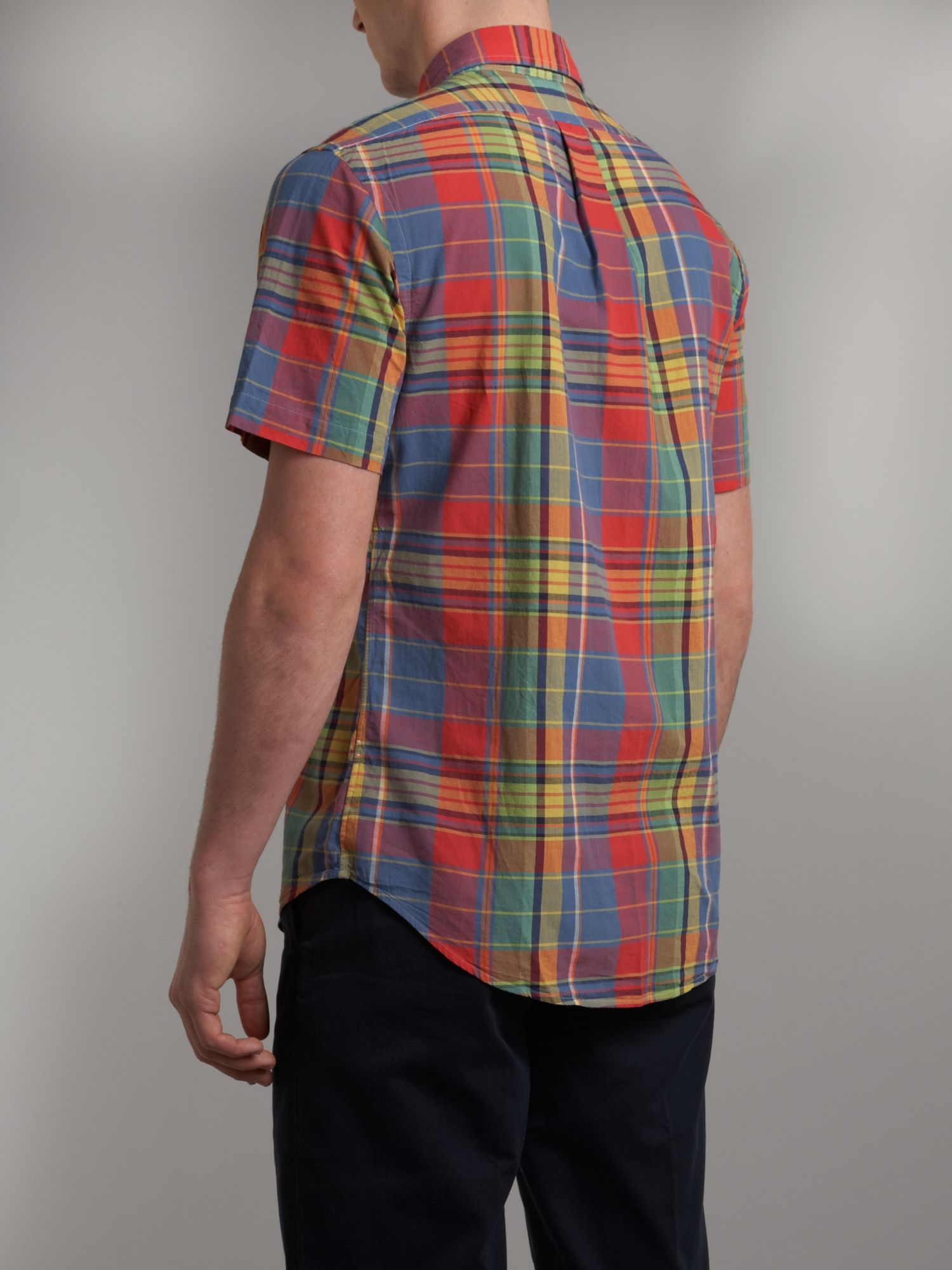 Here's a bright plaid that will easily take you from season to season, and year to year. Constructed of soft fabric with a relaxed fit, it features authentic Western details like Western yokes, spade flap pockets.