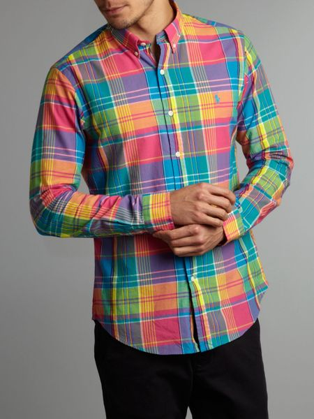 Plaid shirts are eye-catching, and ours are no exception. Our men's dress shirts contain color palettes that perfectly complement each other. For social or professional work environments, our polo dress shirts possess an ideal blend of crisp regality and minimalistic coloring.