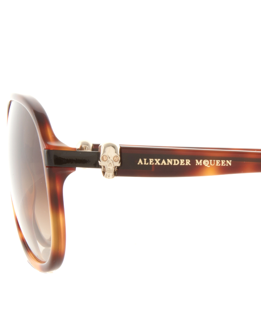 d76e2f4402 Lyst - Alexander McQueen Plastic Skull Aviator Sunglasses in Brown ...