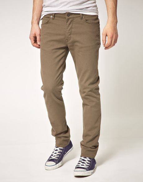 From clean-cut khaki pants to soft knit shorts, we carry an extensive collection of pants that every guy will love putting on in the morning. See, we believe that looking good is important. And we believe that every great outfit starts with a great pair of pants.