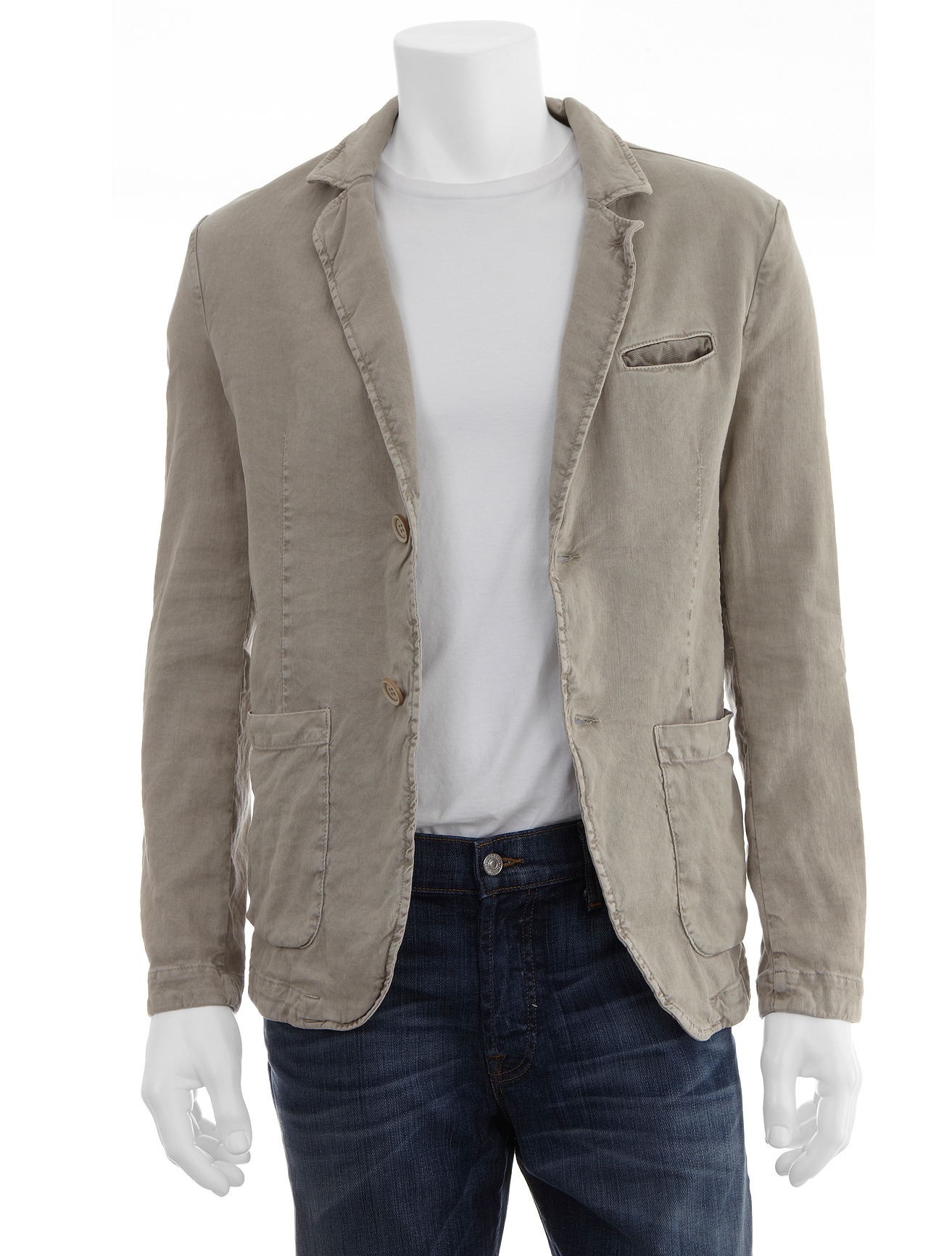 Casual Linen Suits Men Can Love MensUSA is an acclaimed online retailer that provides shoppers with plentiful choices in linen suits for men. If you're the type of person who enjoys wearing comfortable suits that are breathable and cool, linen suits may be exactly what your closet requires.