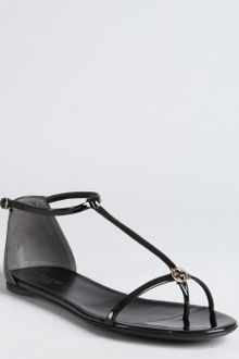 Gucci Black Patent Leather Logo Tstrap Sandals - Lyst