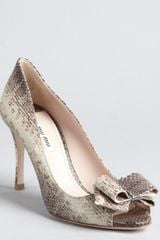 Miu Miu Grey Snake Embossed Leather Bow Peep Toe Pumps in Gray (grey) - Lyst