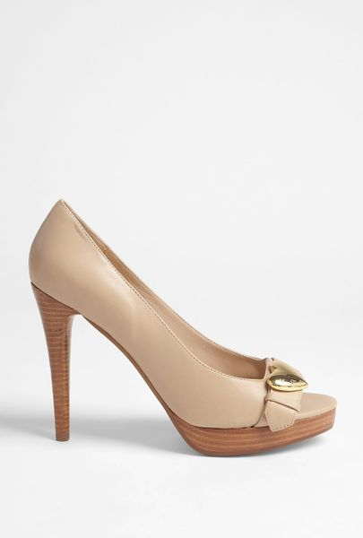 Love Moschino Nude Leather Platform Shoe in Beige (nude) - Lyst