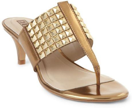 Ellen Tracy Sea Thong Sandals in Gold - Lyst