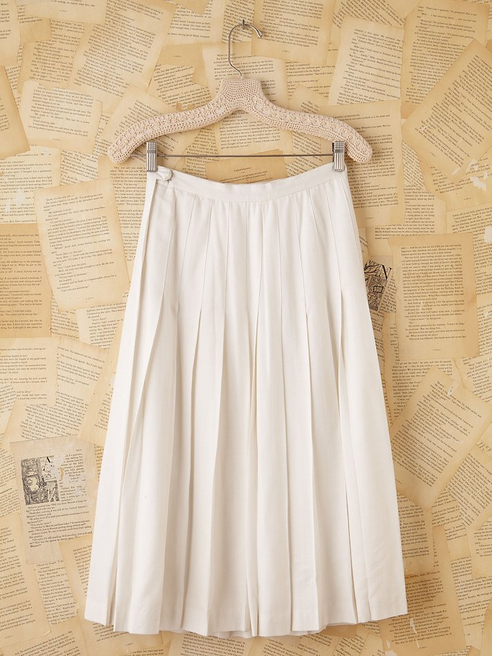 Free people Vintage Burberrys White Pleated Midi Skirt in Natural ...