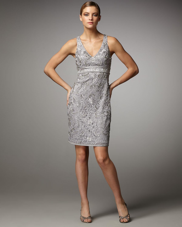 eebde9814ba Sue Wong Lace V-neck Sheath Dress in Metallic - Lyst