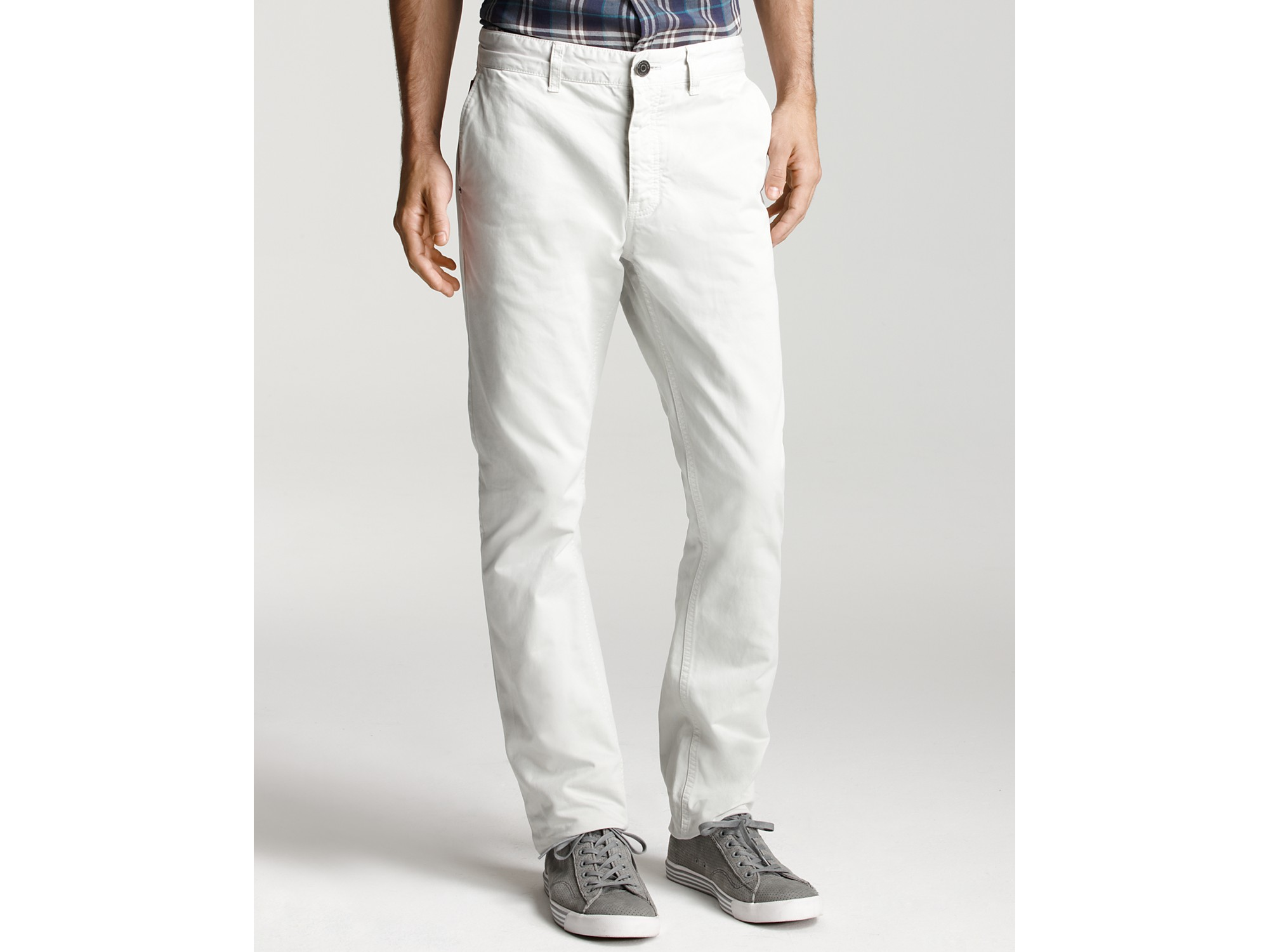 A true style staple in any man's wardrobe, chinos and pants are the go-to trouser for looking both chic and laidback. As one of the most versatile men's pants, chinos can be worn in a number of different ways depending on the occasion.