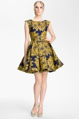 Alice + Olivia Reese Pleated Frock in Yellow (navy/ gold) - Lyst