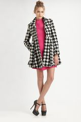 Alice + Olivia Emilia Empire Flare Coat in Black - Lyst