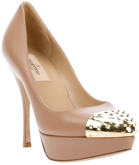 Valentino Leather Pumps in Beige (nude) - Lyst