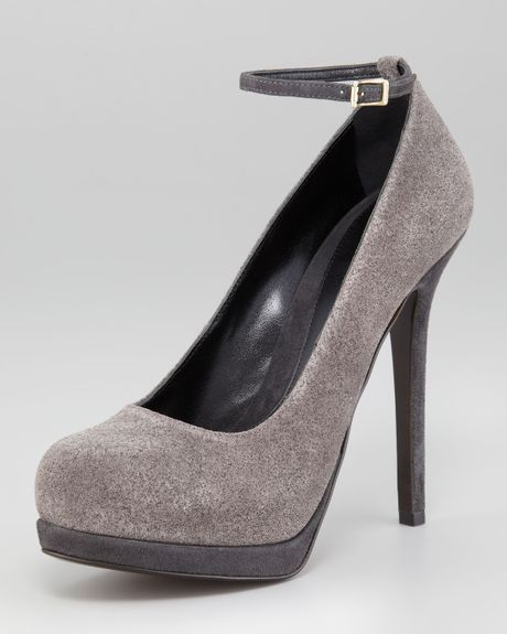 Fendi Shimmer Suede Pump in Gray - Lyst