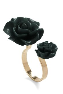 ModCloth Retro Rosie Ring in Black - Lyst