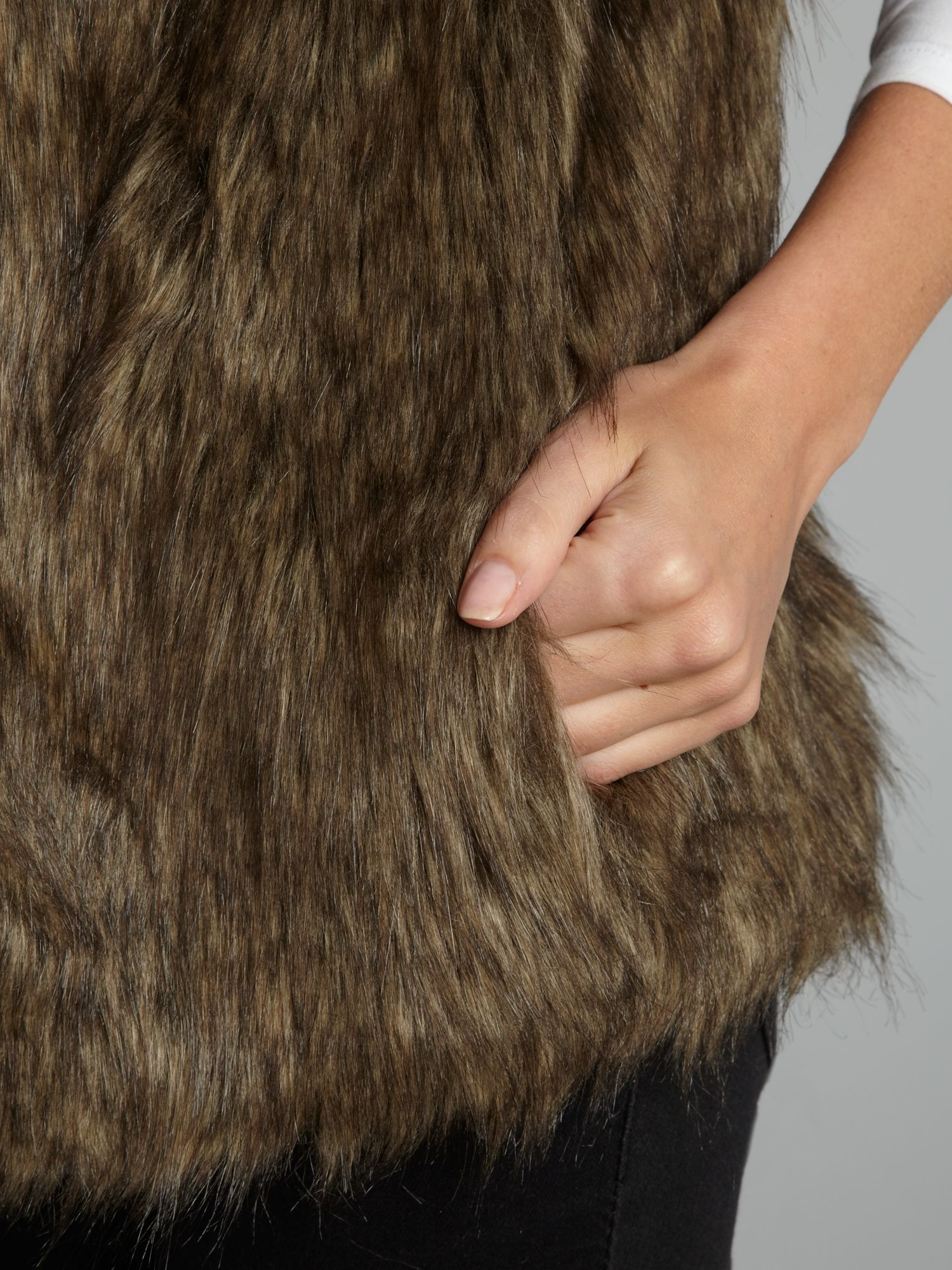 Featuring faux fur fabric by the yard imitating various animal fur and skin textures. Fashion Faux Fur Fabric 57