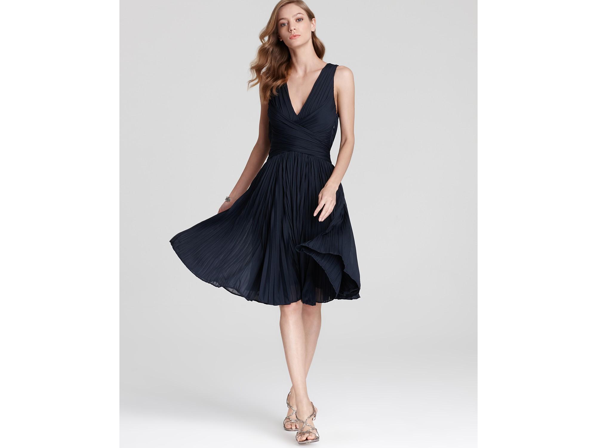 V Neck Sleeveless Dress