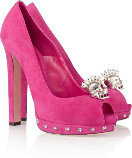 Alexander Mcqueen Skullembellished Suede Pumps in Pink (rose)