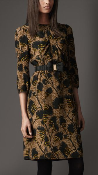 Burberry Printed Silk Dress in Green (dark camel) - Lyst