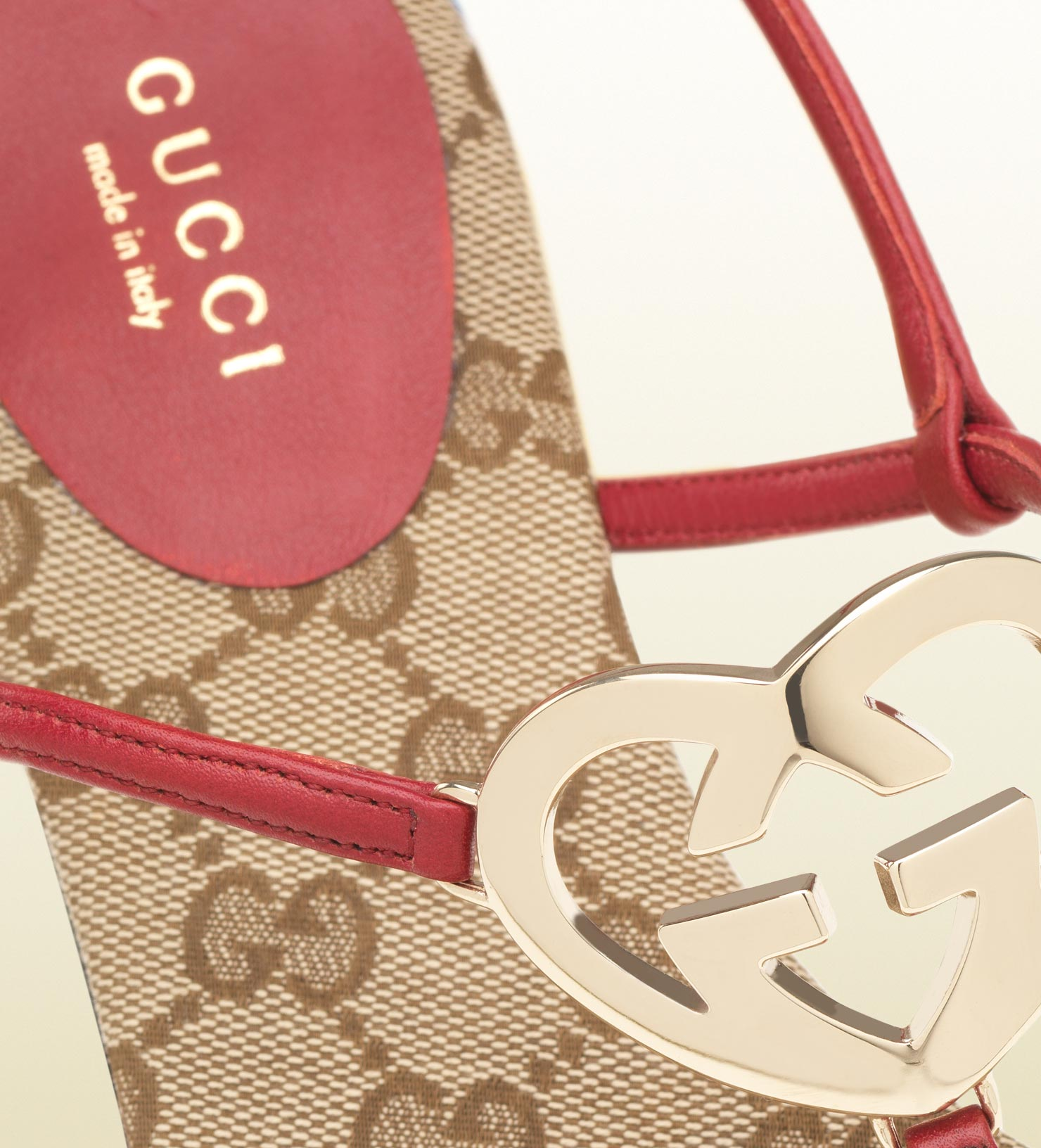 33d973000 Lyst - Gucci Heartshaped Interlocking G Flat Thong in Pink