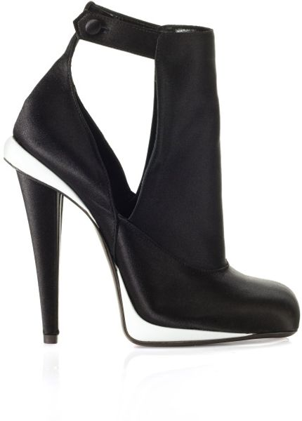 Fendi Fw Victorian Satin Bootie in Black (black/white) - Lyst