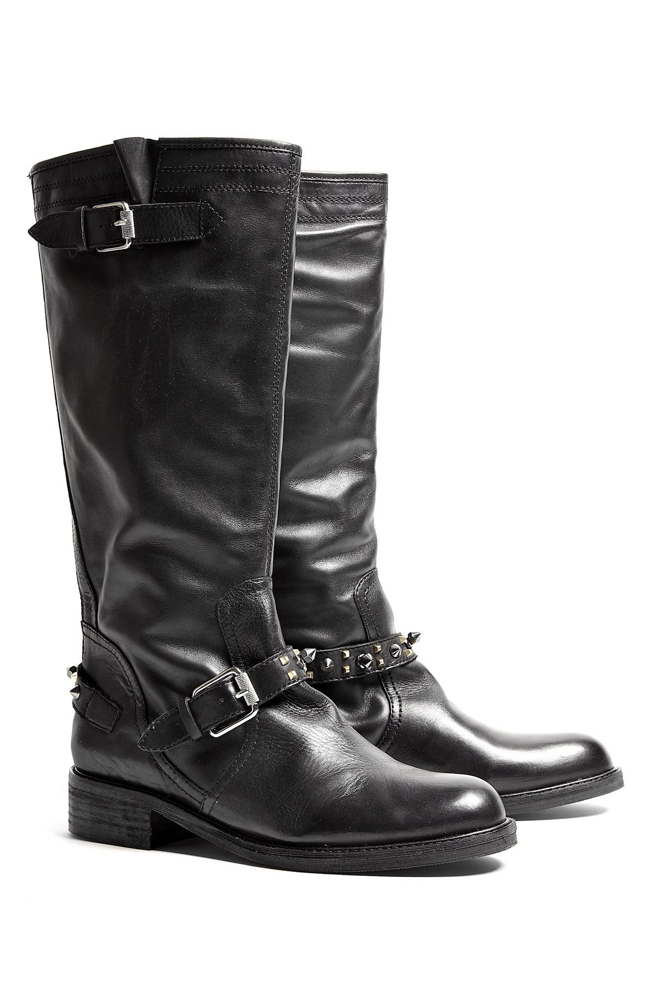 Motorcycle boots come in a variety of styles depending on the terrain, surface area, and conditions in which you typically ride your bike. Cruisers - This is the classic black motorcycle boot. Typically constructed of thick leather with a harness over the instep, this type of boot is designed with safety and crash protection in mind.