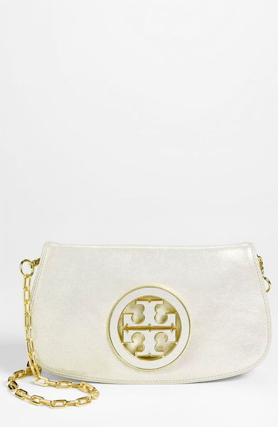 Tory Burch Glitter Logo Clutch in Gold (light gold) - Lyst