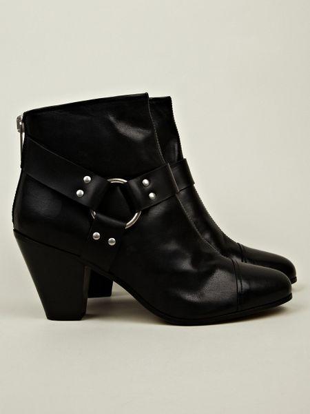gareth pugh gareth pugh mens harness chelsea boot in black