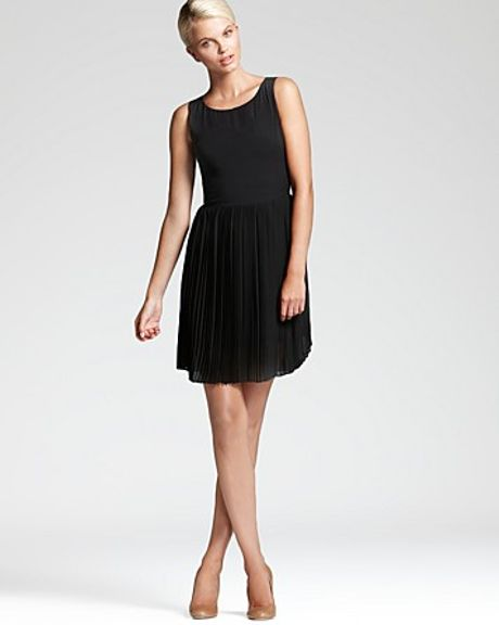 Sachin & Babi Dress Maratea with Chiffon Pleated Skirt in Black