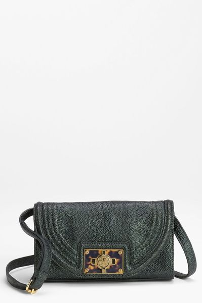Tory Burch Tortoise Logo Crossbody Bag in Green (malachite) - Lyst