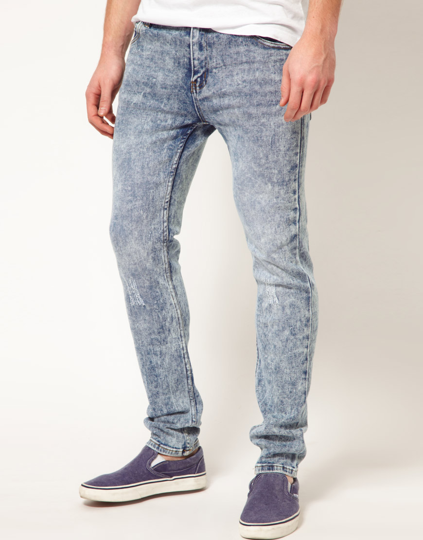 Men's Jeans Designed with a simple style and practicality in mind, men's jeans can be found in almost every wardrobe in the land. This dependable modern day must-have item of clothing comes in a wide variety of styles and designs and is prized for its casual comfort.