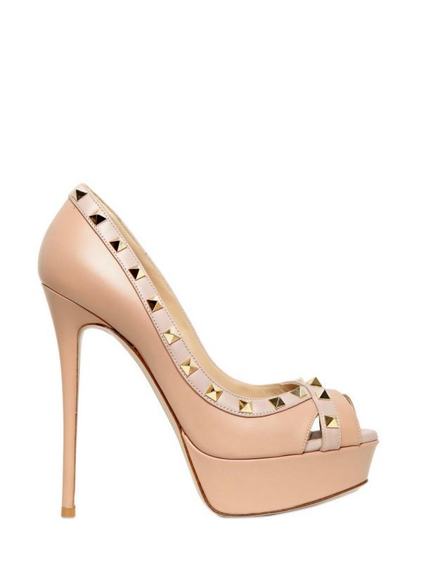 Shoeniverse: Valentino Rockstud pumps