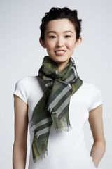 Burberry Giant Check Cashmere Gaze Scarf - Lyst