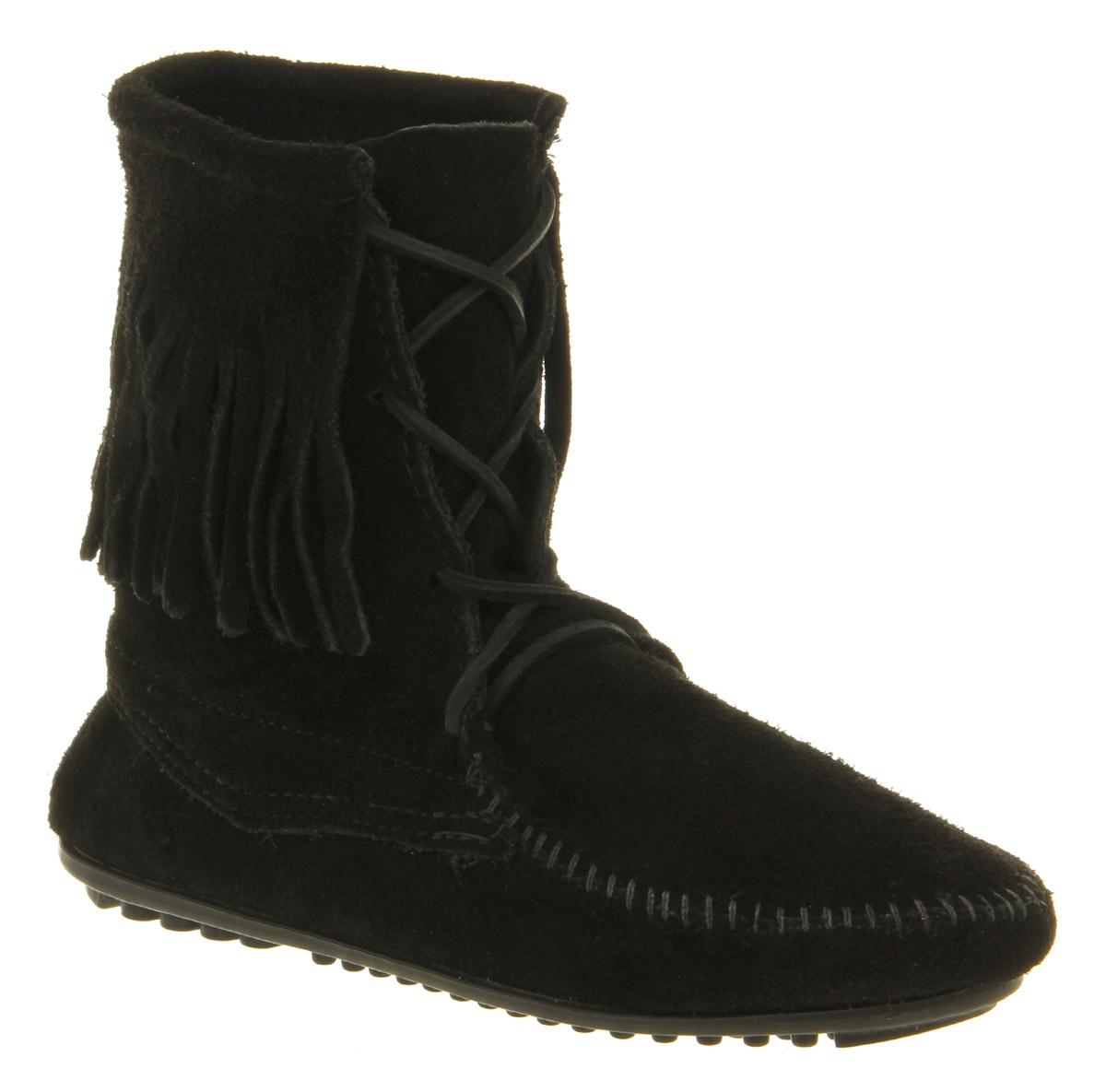 minnetonka trer tassle ankle boot black suede in black