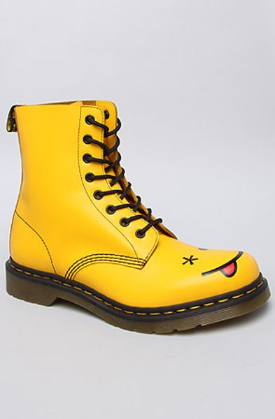 Dr Martens The Hincky Smiley 8eye Boot In Yellow In