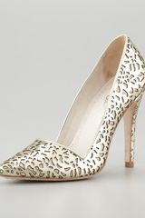 Alice + Olivia Dina Lasercut Metallic Pump - Lyst