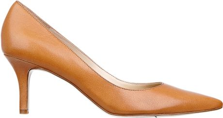 Nine West Andriana Pointy Toe Pump in Brown (NATURAL LEATHER)