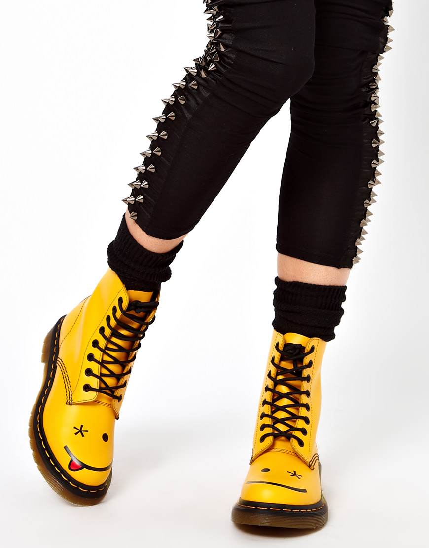 Dr. martens Hincky Acid Yellow Smiley 8 Eye Boots in Yellow | Lyst
