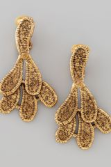 Oscar de la Renta Cast Lace Clip Earrings - Lyst