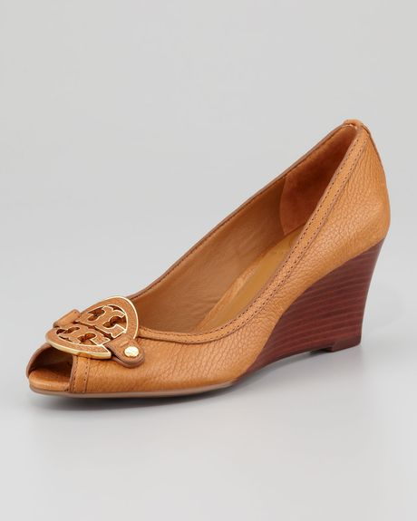 Tory Burch Amanda Opentoe Logo Wedge in Brown (royal tan) - Lyst
