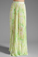 Alice + Olivia Shannon Pleated Maxi Skirt in Citrus Tie Dye Yellow - Lyst
