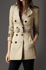 Burberry Short Bow Belt Trench Coat - Lyst