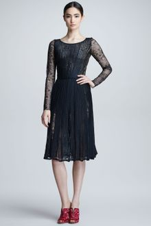 Oscar de la Renta Plisse Chantilly Lace Dress - Lyst