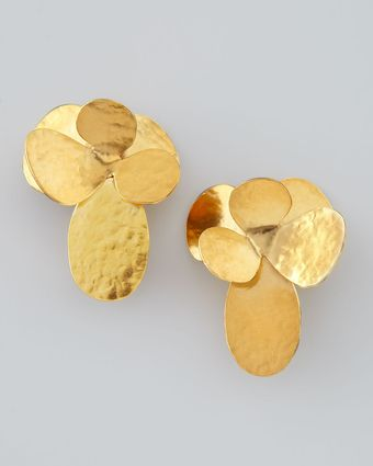 Herve Van Der Straeten Mmered Gold Petal Clip Earrings - Lyst
