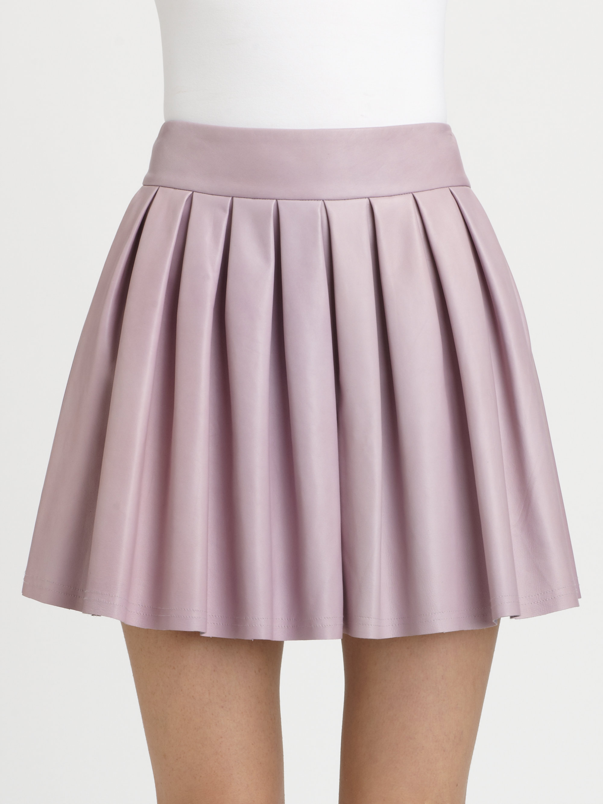 Lyst alice olivia box pleat leather skirt in purple for What color shirt goes with a purple skirt