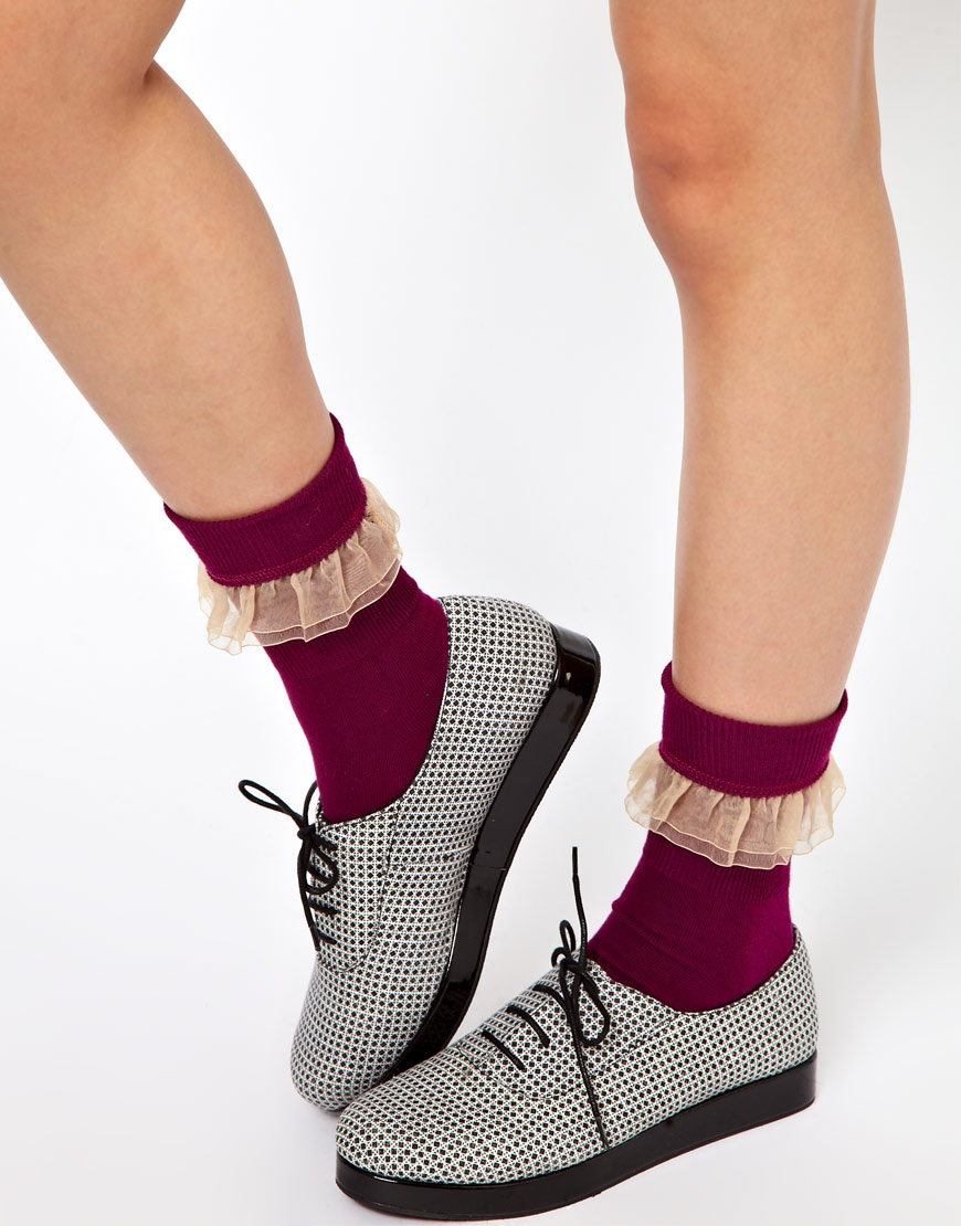 American apparel Girly Lace Ankle Socks in Red