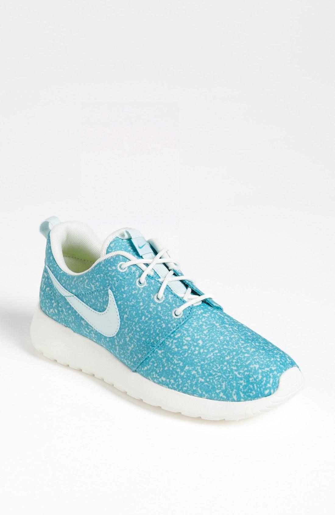 nike roshe run sneaker in blue light blue lyst. Black Bedroom Furniture Sets. Home Design Ideas