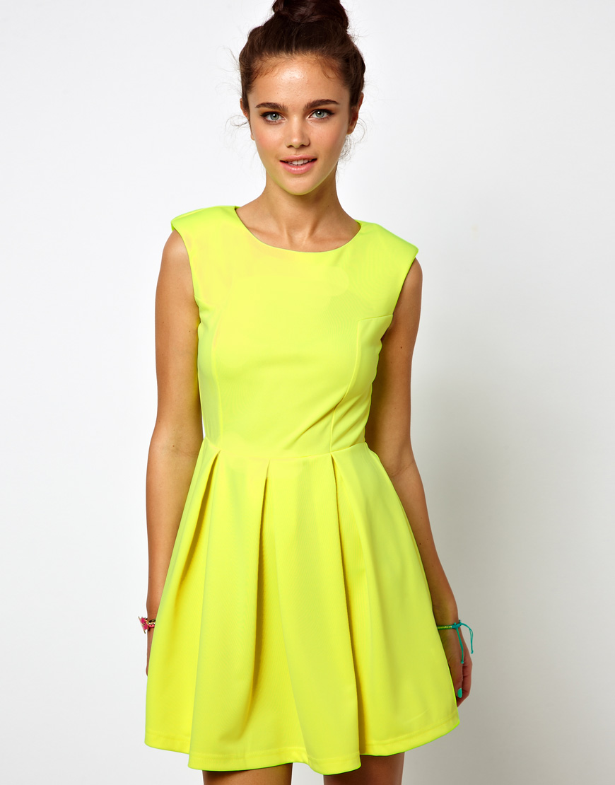 2019 year looks- Yellow Neon skater skirt pictures