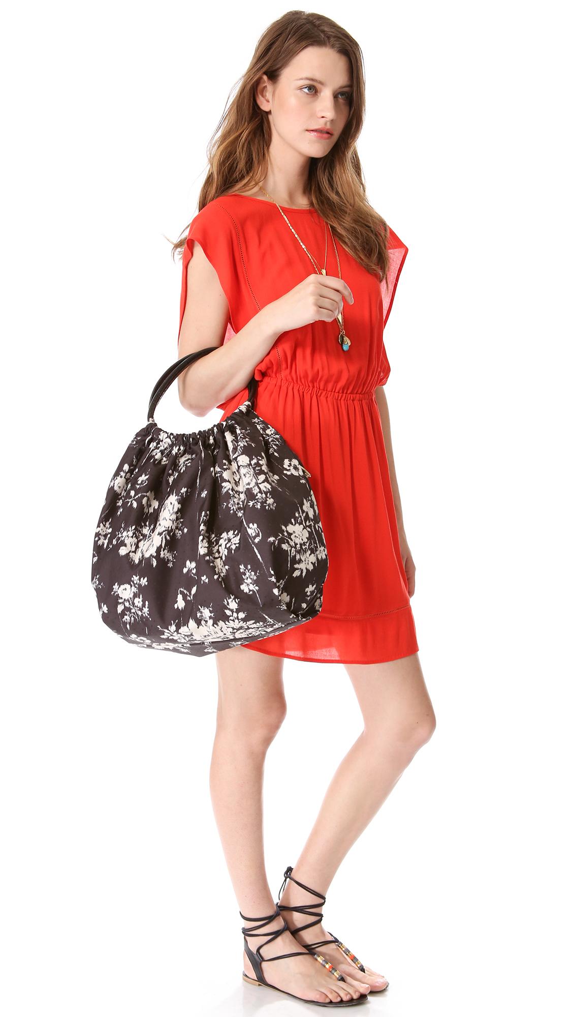 Red Valentino Spring 2016: Red Valentino Balloon Bag In Black